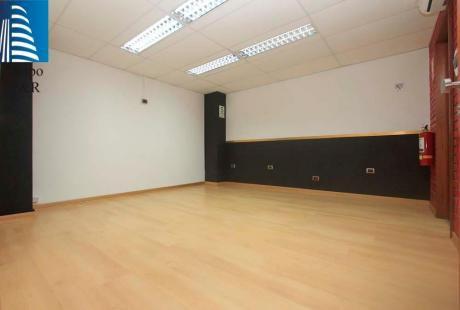 Acogedora Oficina Con Licencia Comercial En Zona Centrica De Miraflores - Gf
