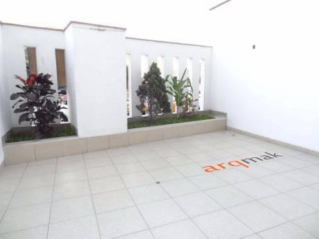 Venta De Departamento En Miraflores En Primer Piso Con Vista A La Calle