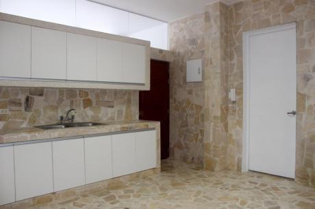 Venta Fina Casa Para Vivienda U Oficina Con Licencia En Miraflores