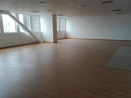 Oficina En Edificio Exclusivo Empresarial, 128 M2. Acondicionada. 1 Estacionam.