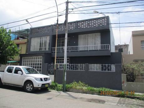 Se Vende Casa 2 Pisos área 294 M2 Ac/ 200 M2 - Umacollo