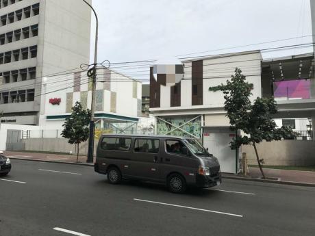 Alquilo Local Comercial Muy Bien Ubicado En San Isidro.