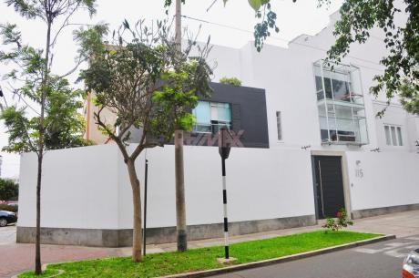Venta De Casa Recientemente Remodelada En Miraflores (id 62600)