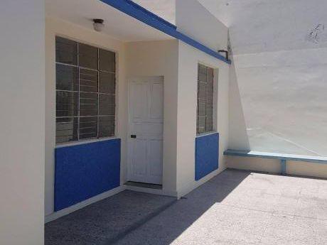 Ahas Inmobiliaria Alquila Céntrica Casa De 300 M2 Ideal Para Empresa U Oficinas
