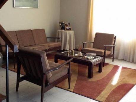 Ahas Inmobiliaria Alquila Casa En Urb. Tahuaycani Frente A Parque 200 M2