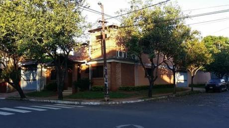 Alquilo Residencia En Esquina En Barrio Nazareth Sobre Asfalto