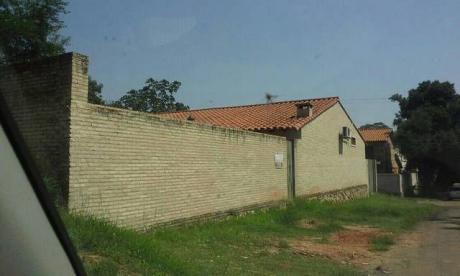 Amplia Residencia Con Piscina