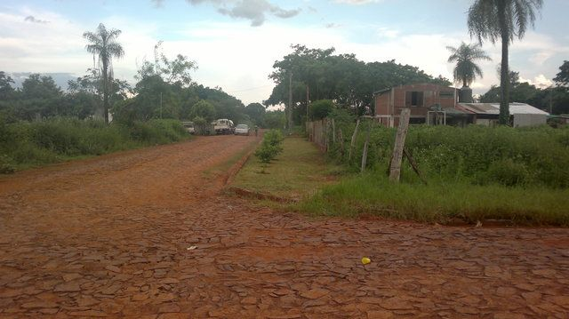 Vendo Terreno Esquina Barrio Caabyrory  - Encarnacion