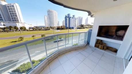 Apartamento En Playa Mansa Con Parrilla Propia Y Todos Los Servicios