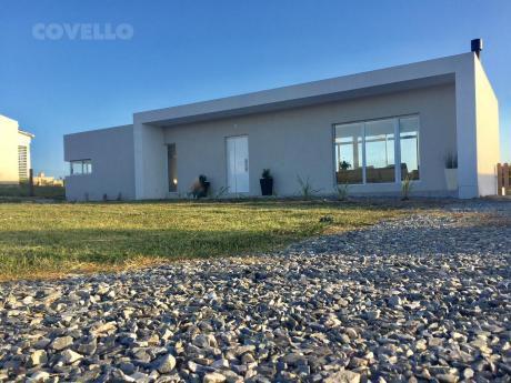 Casa En Barrio Privado, 3 Dormitorios, Jardín, Garaje, Seguridad, Golf, Piscina, Gimnasio