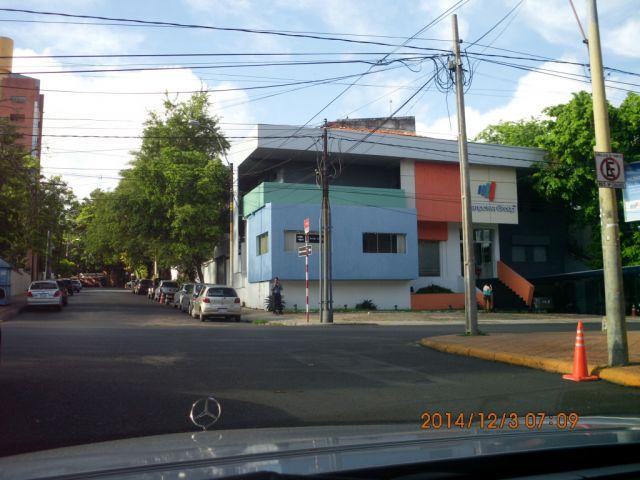 Z/ España Y Peru, Edificio De Oficinas. 1082m2 De Construccion