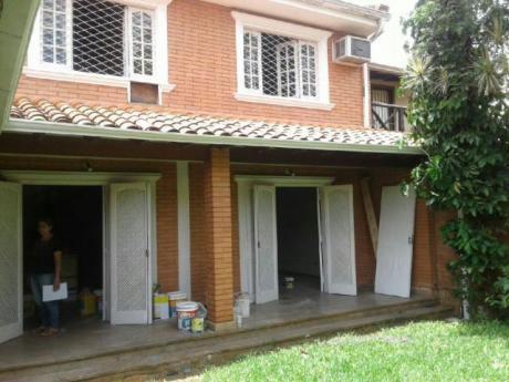 Residencia De Calle A Calle.