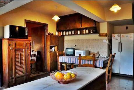 Chalet Zona Latu, Carrasco Sur, Amplia, Zonas Verdes, 4 Dormitorios