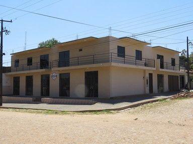 Vendo Casa De 2 Plantas ,con Dpartamentos Y Salones Comerciales Zona Abasto