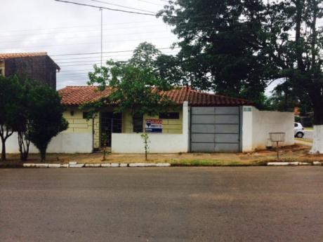 Casa Con 3 Dormitorios, A Pasos De Paseo Cerroalto, Lambaré.