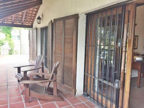 Divina Casa En Carrasco Centro, 100m Rambla, 5 Dormitorios