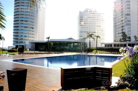 Aquarela, Playa Mansa - 3 Dormitorio Mas Dependencia !