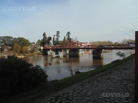Casa, Sobre Río,  Vista única, Céntrica