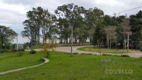 Casa, Amplio Terreno, Vista Al Río, Primera Linea, Muy Buen Estado,  Balneario Zagarzazu