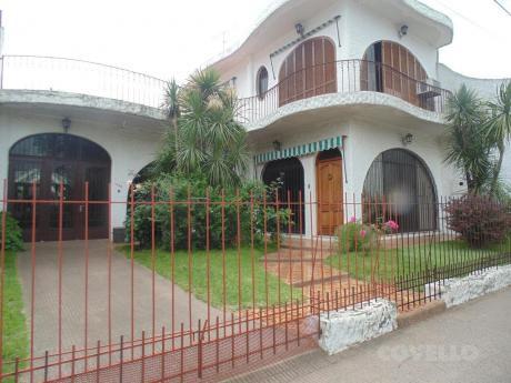 Casa, Centrica, Frente A Plaza Principal, 5 Dormitorios, 3 Baños, Amplia, Luminosa, Moderna