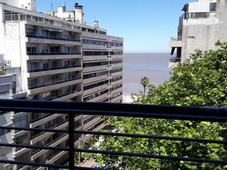 Casi Rambla Esquina, Semipiso, Living Comedor Con Salida A Terraza , 2 Dormitorios, 2 Baños. Estrena Octubre